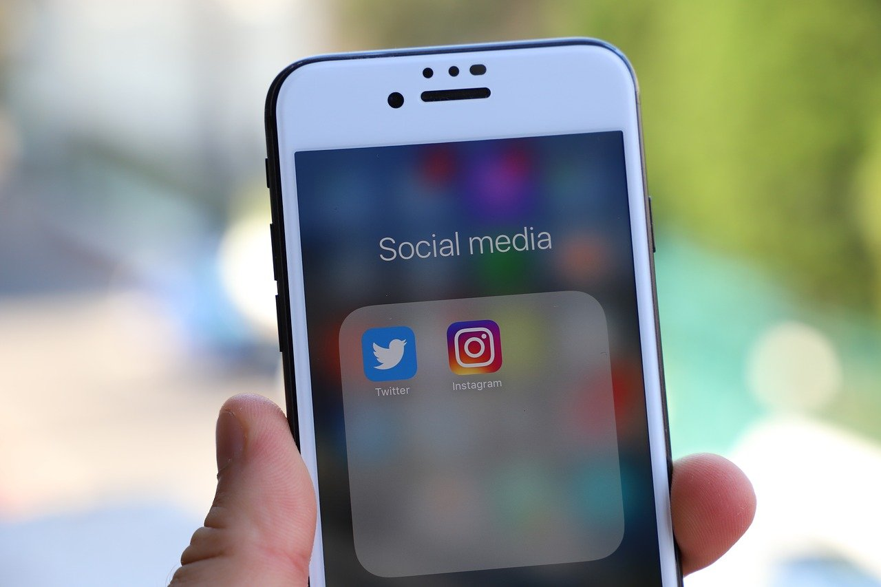 5 Reasons Why Posting Pictures Online Can Be a Dangerous Thing